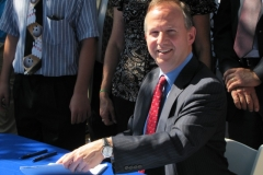 Photo of Governor Jack Markell signing House Bill 123